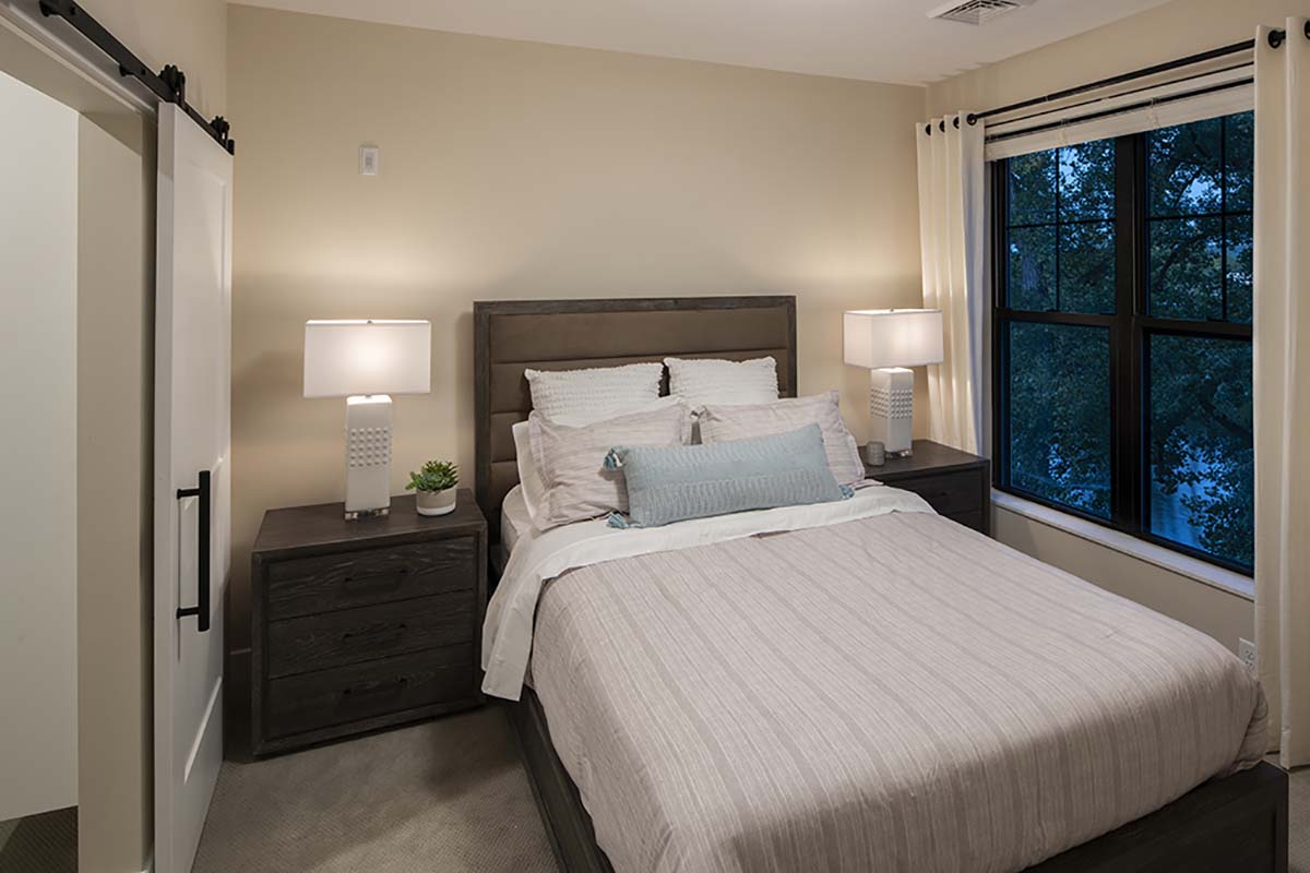 bedroom with queen bed and night stands